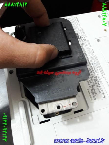 تعمیر ویدئو پروژکتور دیتا گروه مهندسی سیف لند تعمیر پروژکتور 137 - تعویض لامپ ویدئو پروژکتور سونی